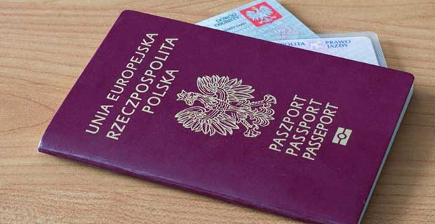 how pakistani students can apply for the citizenship of Poland