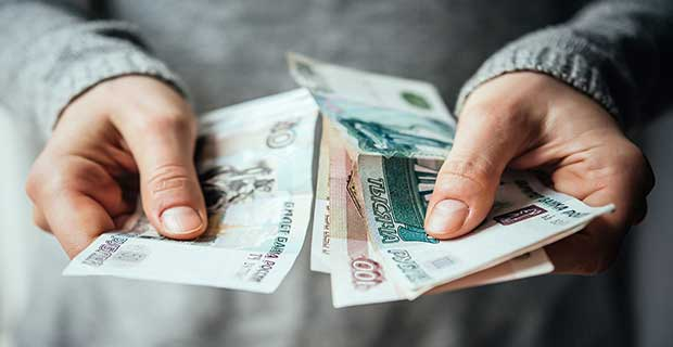 what is the total cost for Pakistani students to study in Russia
